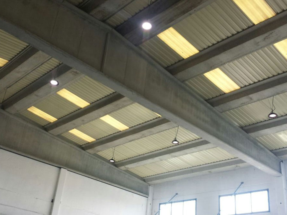 HiCloud high bay with daylight sensor in auto repair shop